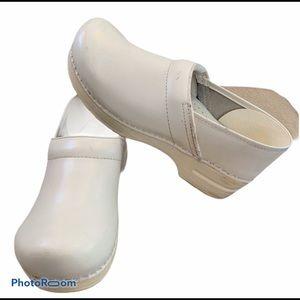 Dansko classic clogs white leather nursing size 42
